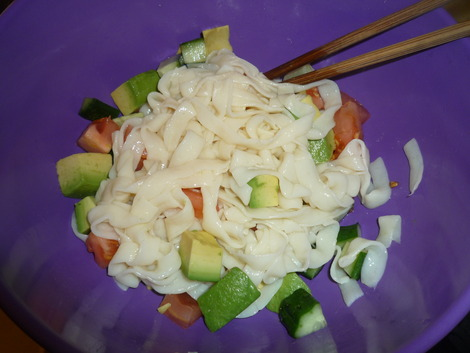 Shirataki salad_mix in a bowl