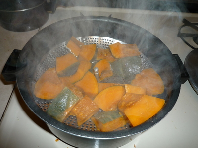 Kabocha mochi-steam kabocha until done